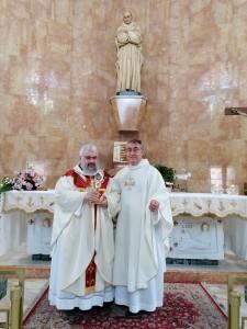 Don Bruno Cipro e don Angelo con la reliquia di San Bruno